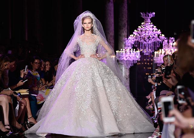 A tradicional noiva fecha o desfile de Elie Saab em Paris - Foto: Getty Images