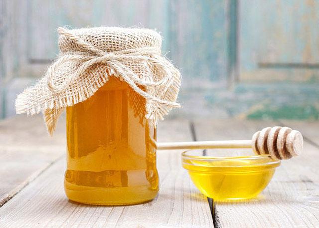 Uma colher de mel é o suficiente para conseguir o efeito desejado - Foto: reprodução