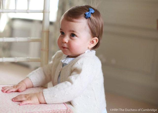 Uma das fotos divulgadas pelo palácio de Kensington para comemorar o um ano da princesa Charlotte - Foto:divulgação