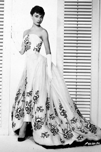 Em 1954 no filme 'Sabrina', com um tomara que caia by Hubert GivenchyFoto: GettyImages
