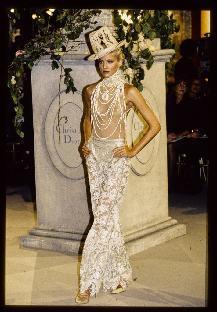 Christian Dior, verão 1997 - Foto: Getty Images
